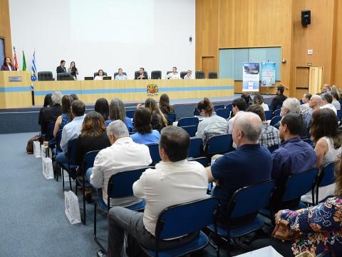 Evento na Câmara discute novas regras para exportação de produtos
