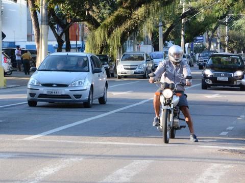 Projeto propõe faixas de retenção nos semáforos exclusivas para motocicletas