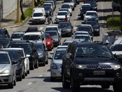 Conheça leis aprovadas e projetos em tramitação sobre segurança no trânsito