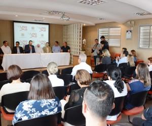 Vereadores acompanham assinatura de convênio na Saúde Pública