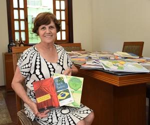Escritora Christina Hernandes relembra juventude na cidade e coletâneas infantis