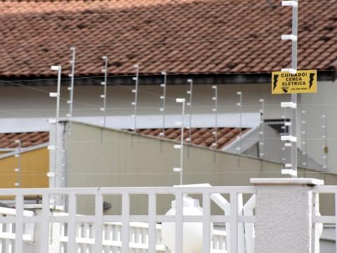 Projeto de vereador pretende atualizar lei sobre cercas elétricas em imóveis