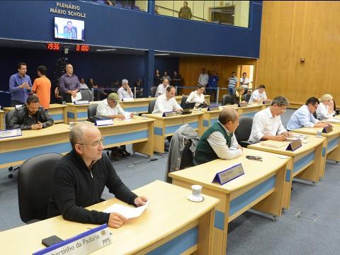 319 documentos compõem a pauta da sessão desta terça (25)