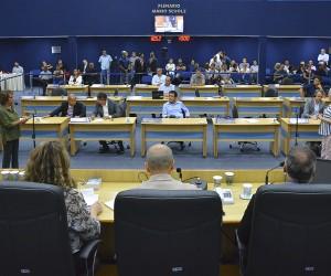 Sessão desta quinta (24) tem 10 projetos na pauta para votação