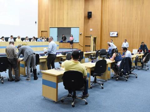 Vereadores aprovam mais de 600 documentos em sessão ordinária