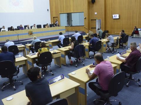 Vereadores aprovam mais de 80 documentos na sessão desta terça (12)