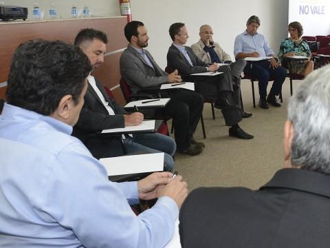 Vereadores participam de reunião na ACI sobre desenvolvimento econômico