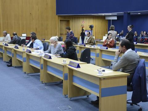 Sessão desta terça (11) tem 65 documentos para votação e 199 para leitura