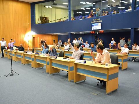 Vereadores aprovam mais de 450 itens na sessão desta terça-feira (14)