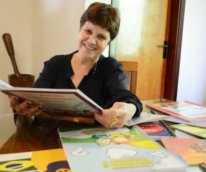 TV Câmara entrevista escritora de livros infantis Christina Hernandes
