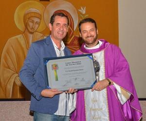 Frei recebe Título de Cidadão Joseense por trabalho social e religioso com enfermos