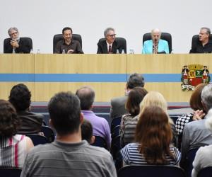 Câmara homenageia músico Acácio Oliveira com medalha 'Cassiano Ricardo'