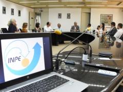 Comissão em Defesa do INPE é recebida pelo diretor da instituição em São José