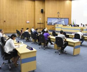 Câmara realiza três sessões nesta terça (18) e aprova 12 projetos