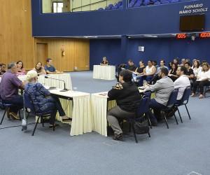 Reunião destaca transporte adaptado e qualificação para atender pessoas com autismo