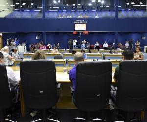 Sessão desta quinta (31) tem oito projetos na pauta para votação