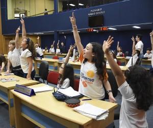 Estudantes conhecem a Câmara e aprendem sobre o papel do Legislativo