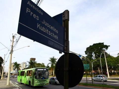 Projeto prevê placas de identificação de ruas e pontos de ônibus em braile