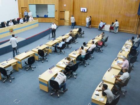 Câmara aprova Lei Orçamentária Anual 2018 e exclui 32 cargos