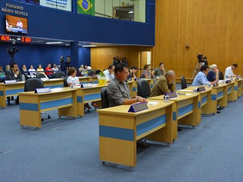 Debates sobre violência e o uso de arma de fogo marcam 15ª sessão