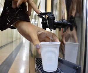 Projeto de lei veda compra de copos plásticos na administração pública municipal