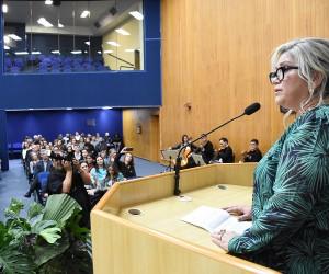 Mônica Wermelinger recebe título de cidadã joseense na Câmara