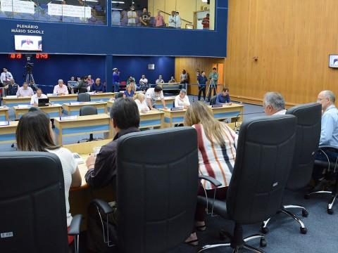Mais de 300 documentos são aprovados pelos vereadores na sessão desta terça
