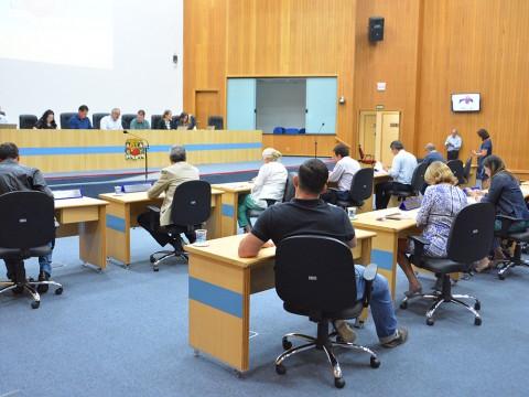 Pauta da sessão desta terça (6) tem mais de 1,3 mil documentos para votação