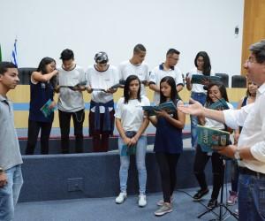 Estudantes do ensino médio da Fundhas visitam a Câmara