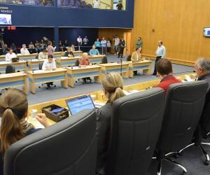 Vereadores apreciam 294 documentos na sessão desta terça-feira (9)