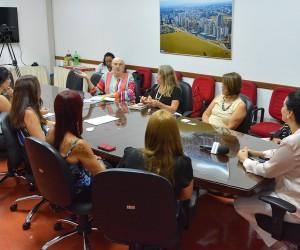 Encontro de vereadoras na Câmara de São José debate políticas públicas para mulheres