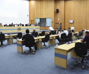 Sessão desta terça tem 148 documentos na pauta incluindo dois pedidos de CEI