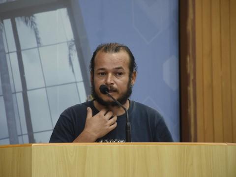 Munícipe fala sobre saúde e assistência social na Tribuna Livre