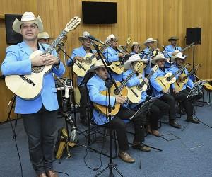 Grupo de viola caipira Cordas da Mantiqueira recebe medalha Cassiano Ricardo
