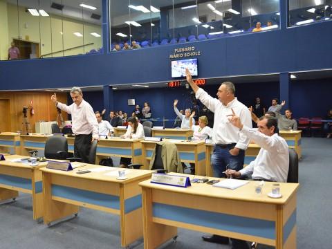 Vereadores aprovam mais de 400 documentos na 28ª sessão ordinária