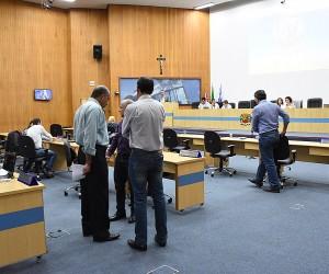 Vereadores apreciam 242 documentos na sessão desta terça-feira (17)
